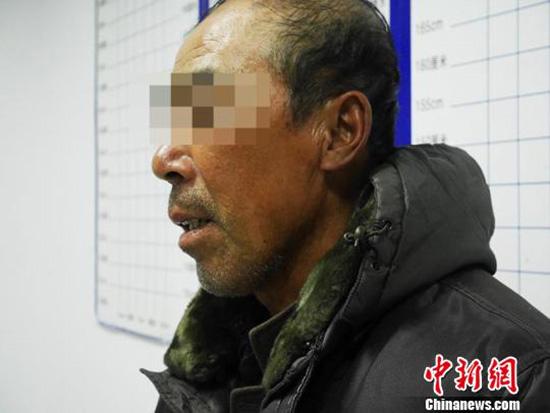 在逃15年的薛某自首后称,了却了多年心结。苍雁 摄