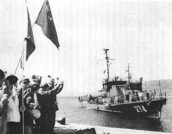 (资料图:参加西沙海战的274号猎潜艇在亚龙湾)