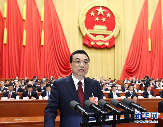 3月5日,国务院总理李克强作政府工作报告。 新华社记者 鞠鹏 摄