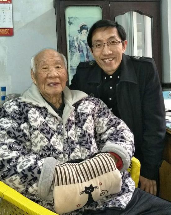 蔺洛涛和靳凌震合影。