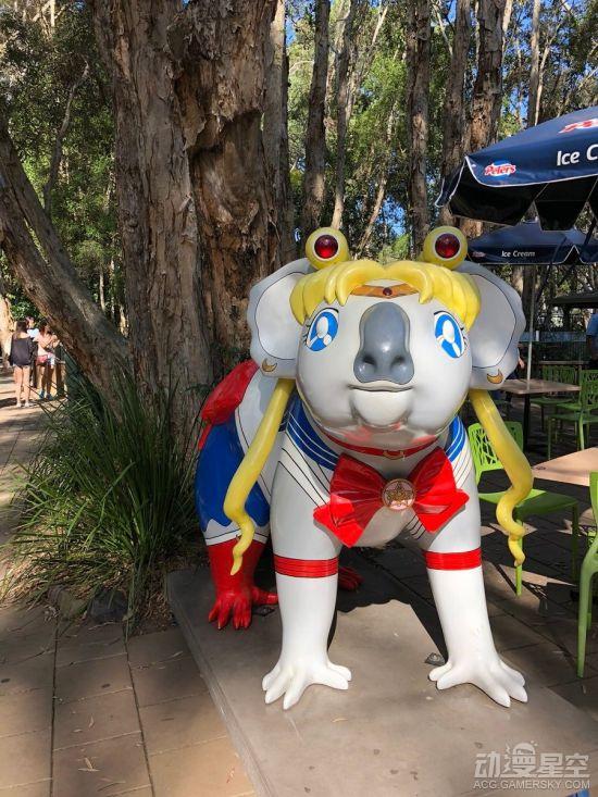 澳大利亚惊现奇葩《美少女战士》COS考拉雕像 本土气息浓郁超魔性