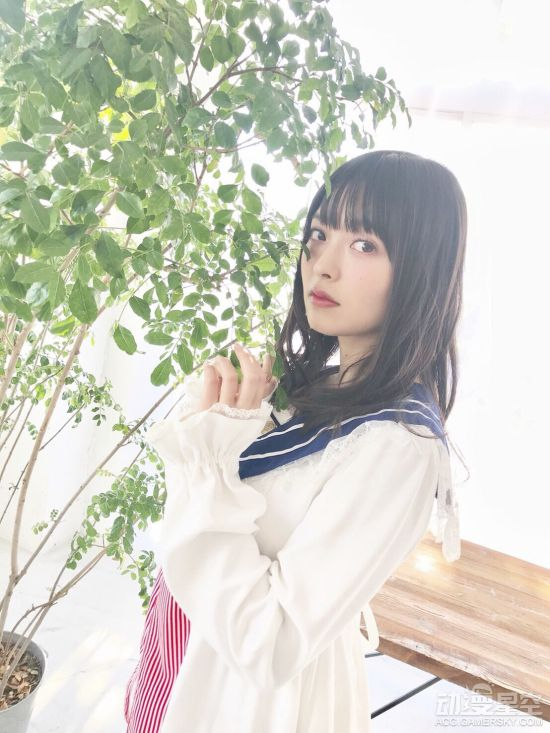 上坂堇最新写真及新曲宣传照 稚嫩水手裙也很可爱
