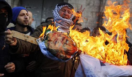 加沙走廊则有示威者焚烧特朗普海报