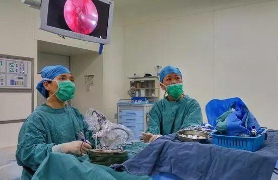 大夫在手术