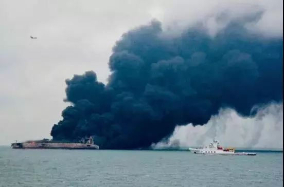 中国海上搜救中心协调派出船舶、飞机等搜救力量全力搜救。图片来自中国交通新闻网