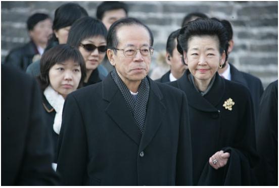 福田康夫携夫人参观山东曲阜孔庙。