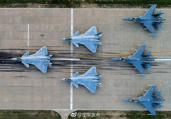 图说:2017年空军节,中国空军微博官方账号发布的图片