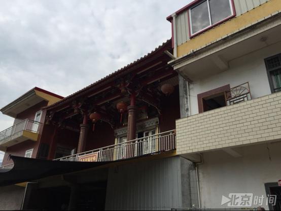 山头村尼姑堂,上为尼姑居室,下出租作鞋厂。记者杨安平摄