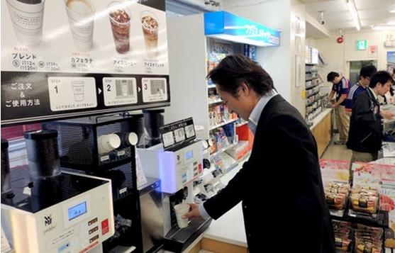 日本便利店咖啡往往采取与中国不同的全自助式。