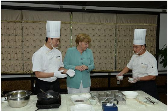 2014年,默克尔在成都川菜馆。