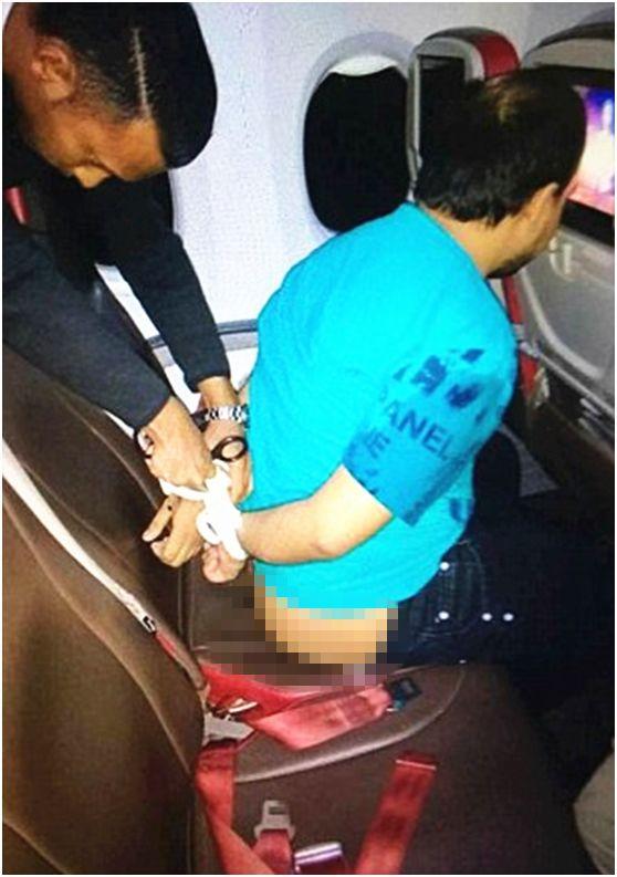 男子航班上裸体攻击空姐