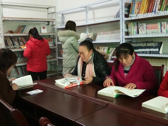 """垫江县三溪镇妇联开展""""社区妇女爱读书""""活动"""