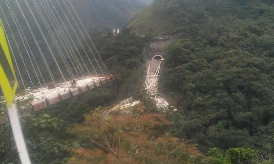 哥伦比亚首都附近一座大桥坍塌 至少10人