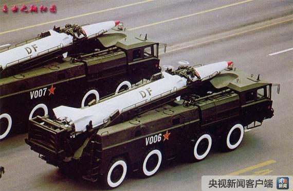 参加国庆50周年大阅兵的东风系列战术地地导弹