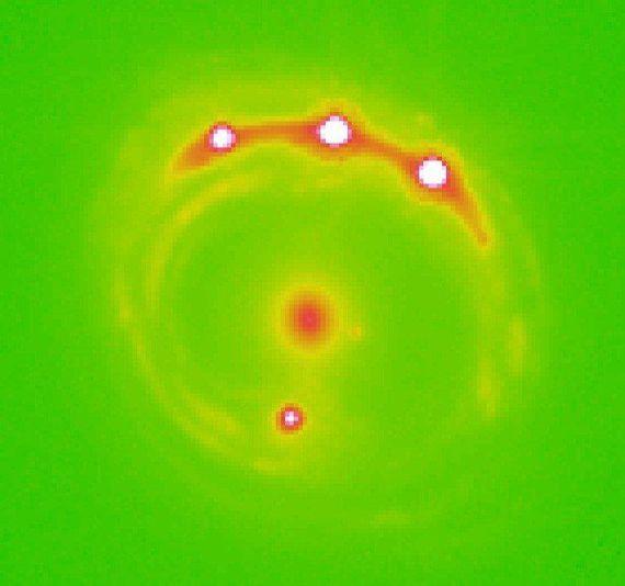 科学家使用引力微透镜技术首次发现银河系外行星