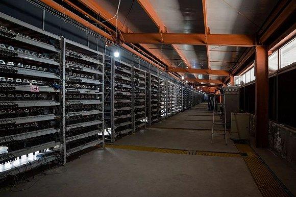 鄂尔多斯的比特币矿场,图片来源:华尔街见闻