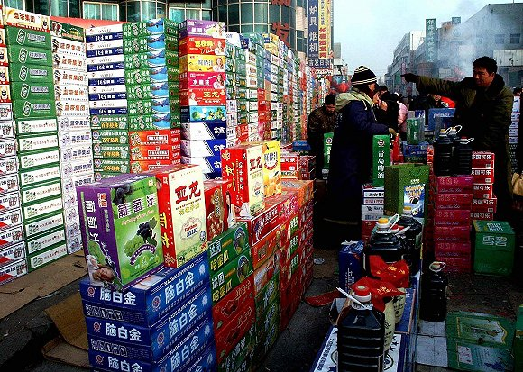 河北一家饮料批发市场。(图片来源:视觉中国)