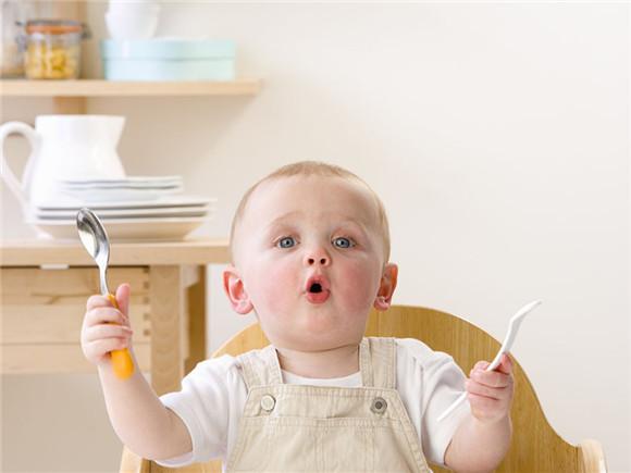 宝宝不爱吃饭?简单4招赶快学