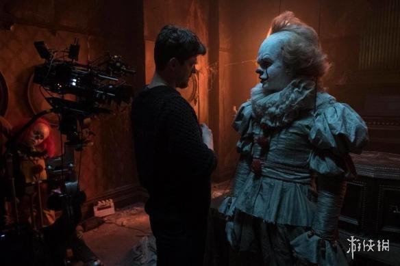 胆小者慎点!年度爆款恐怖片《小丑回魂》罕见幕后照