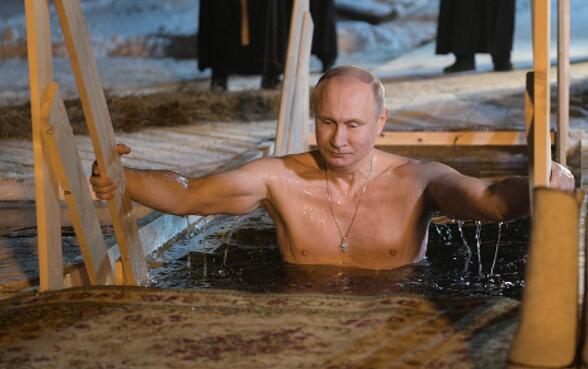 普京参加宗教仪式冰窟中洗礼 俄官方首次发图tcl3d云电视
