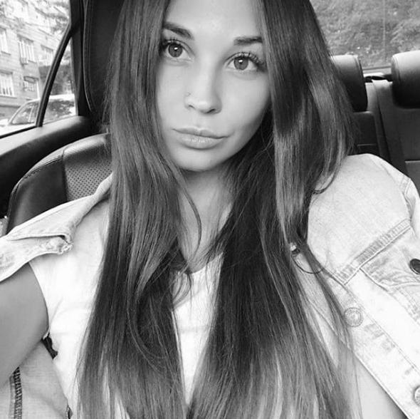 冰球运动员阿德米热的女友达雅在事故中遇难。