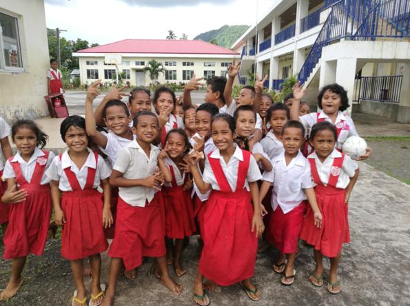 中国援萨摩亚法雷瓦奥小学的孩子们