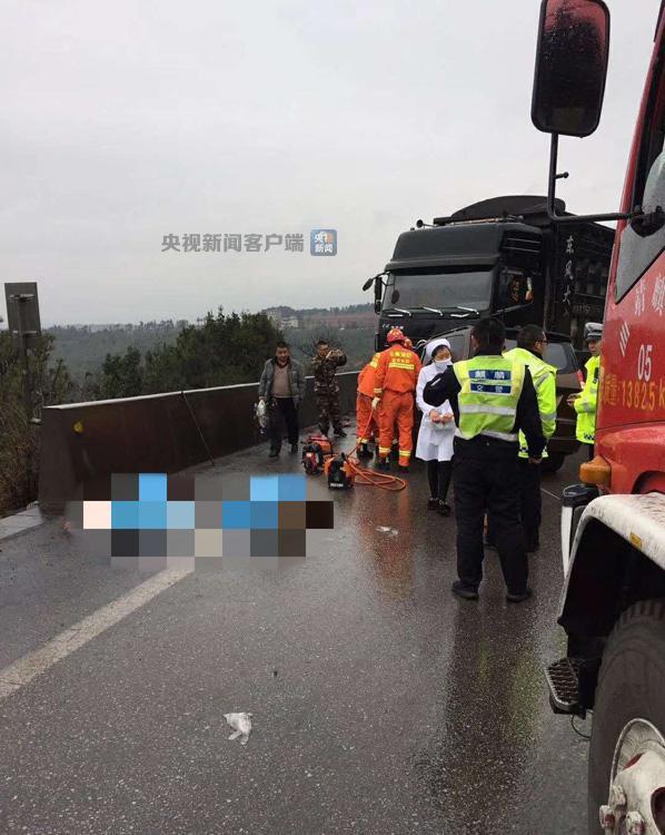 云南曲靖麒麟区发生交通事故致4死1伤 事故原因正在调查