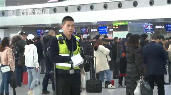 视频 美女整容后与身份证不像登机被拒:警察