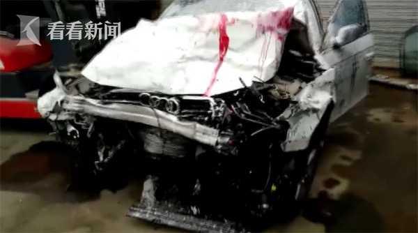 视频|女司机疑闯红灯引发车祸 腿卡在驾驶室拔不出