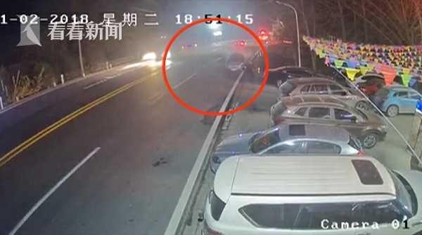 视频|三岔口欲左转遭货车猛撞_女司机没系安全带直接被甩到副驾驶位