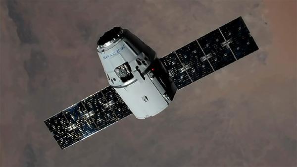 """""""龙""""货运飞船载货返回地球:1.8吨货物和活着的实验小鼠"""