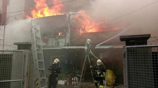 火灾现场。(图片来源:台湾《东森新闻云》)