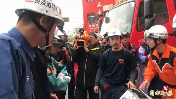 ▲日本专家团携带2台深层生命探测仪到台湾支援。(台湾《自由时报》)