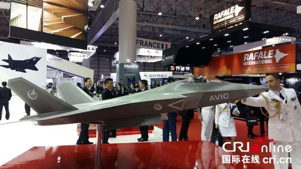 """▲资料图片:中国第五代中型战斗机""""鹘鹰""""(FC-31)在迪拜亮相。"""