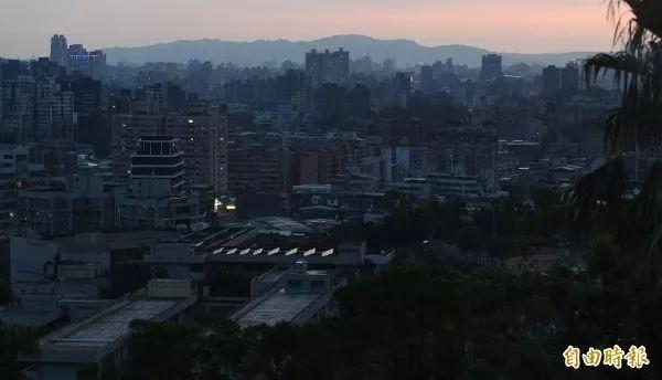 ▲资料图片:2017年8月15日的西部地区5小时大停电(台湾《自由时报》)