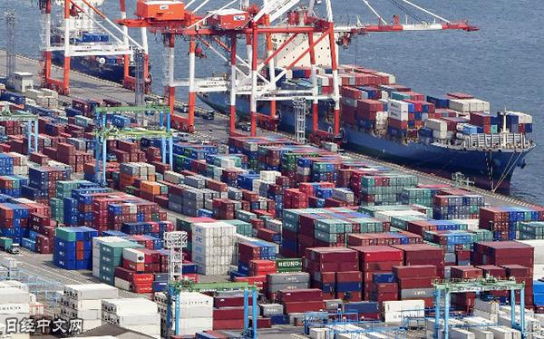 资料图:大阪的集装箱码头(《日本经济新闻网》)