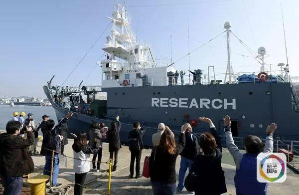 ▲资料图:2015年12月1日,一艘日本捕鲸船出海捕鲸。新华网