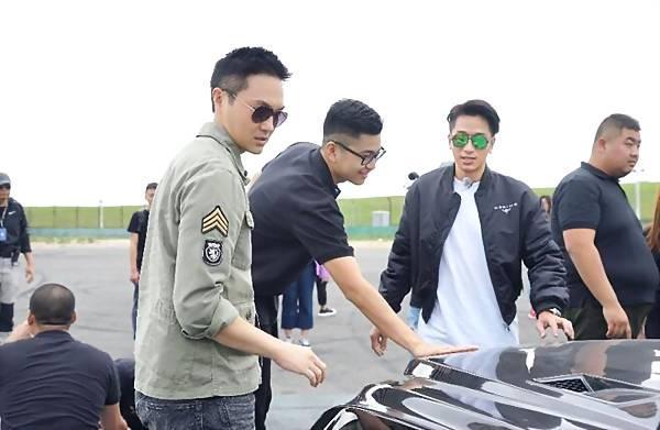 张智霖加盟赛车节目 与素人学员一起接受教官检验
