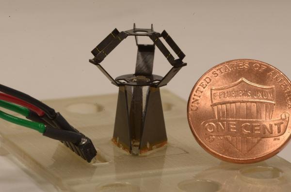 哈佛大学开发硬币大小的微型机器人,可完成人类外科显微手术