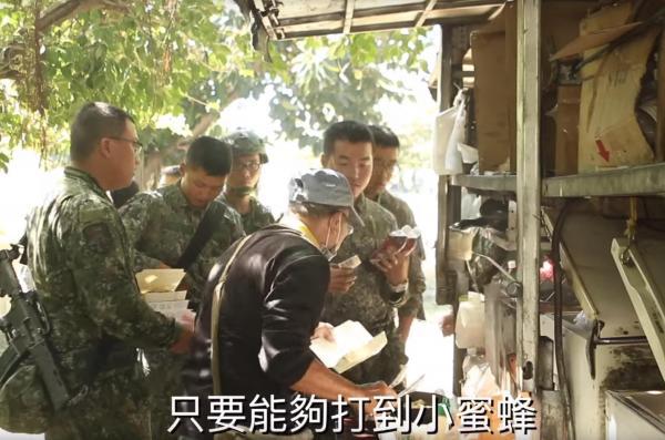 台军演习补给竟全靠外卖 民间商贩开车售肉抓饼(图)