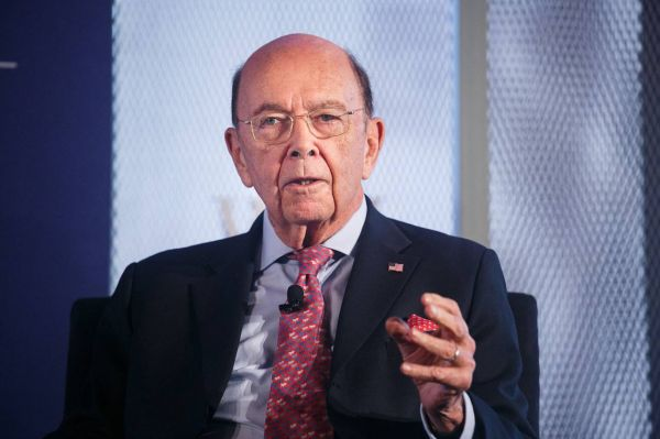 资料图片:美国商务部长罗斯。(美国《华尔街日报》网站)