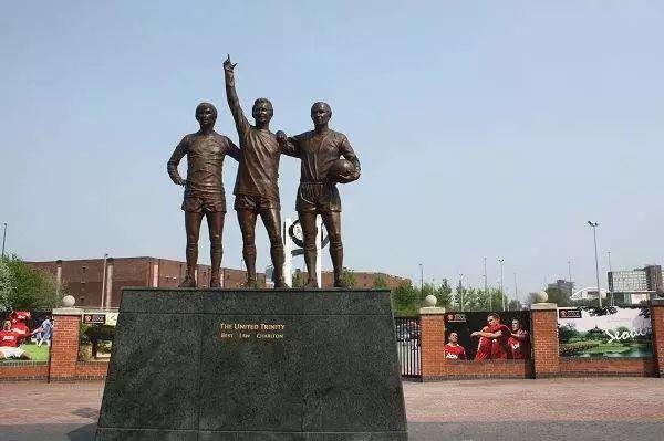 一起朝圣那些球场外的雕像,追忆似水年华!