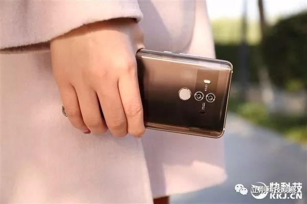 乌镇大会再聚焦人工智能 AI手机Mate10系列成