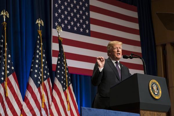 当地时间12月18日,美国总统特朗普公布了他上台后的首份国家安全战略报告。视觉中国 图