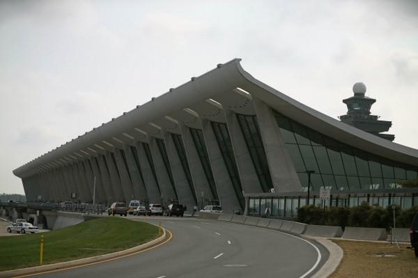 图为美国弗吉尼亚州的华盛顿杜勒斯国际机场