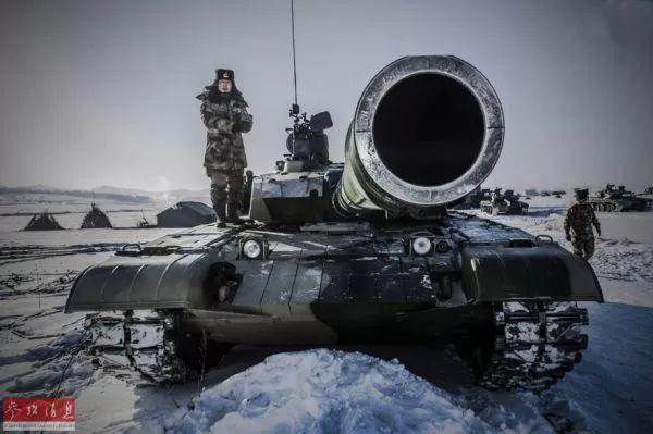 ▲资料图片:解放军某集团军99式坦克部队在雪地展开实战演训。