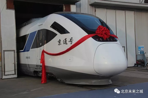 身披大红花亮相,即将回北京。 本文图均为 北京未来城微信公众号 图