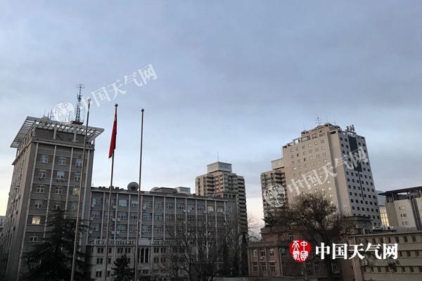 今晨,北京天空云量增多。