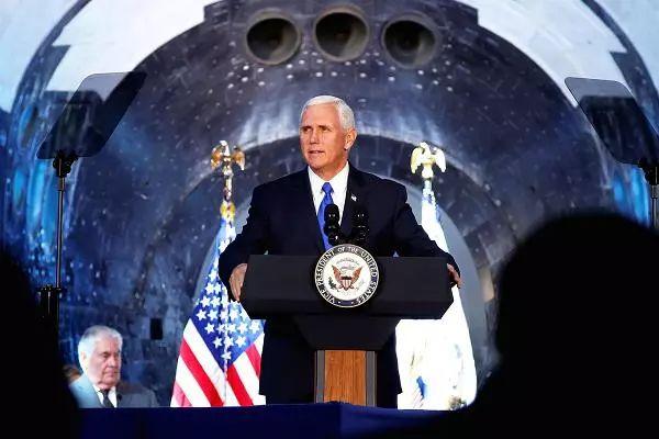 ▲资料图片:2017年10月5日,美国副总统彭斯在美国国家空间理事会第一次会议上发表讲话。(美国消费者新闻与商业频道)