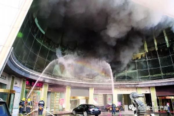 南昌市唱天下会所重大火灾事故调查报告公布 消防、城管、文化局等部门被追责
